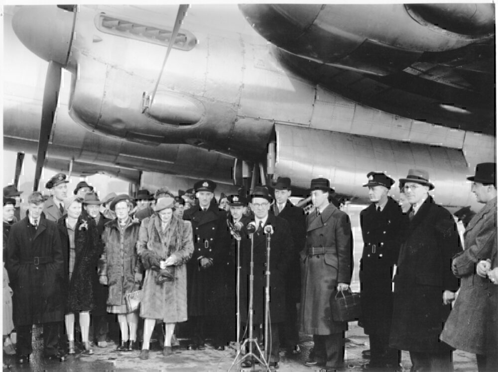 Heathrow first flight