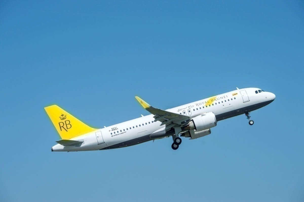 brunei_airlines_takes_delivery_of_its_first_a320neo_aircraft
