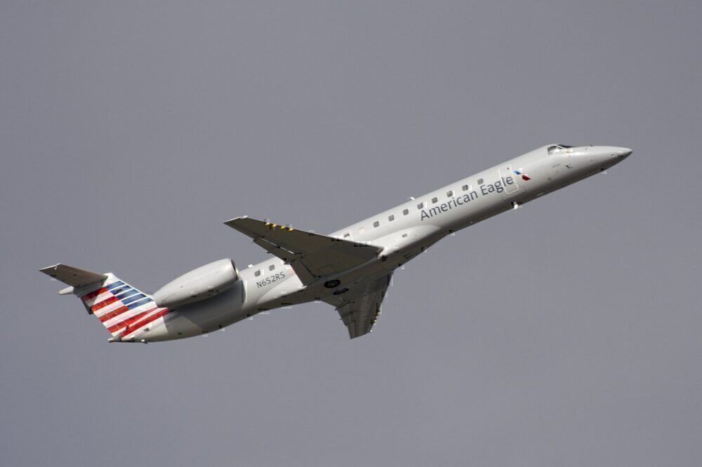 American_Eagle_Embraer_ERJ-145