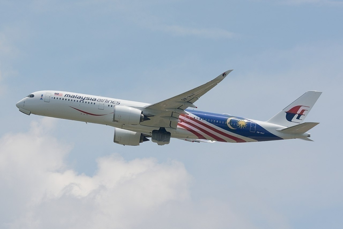 1280px-Malaysia_Airlines,_Airbus_A350-900_9M-MAF_NRT_(42887513761)