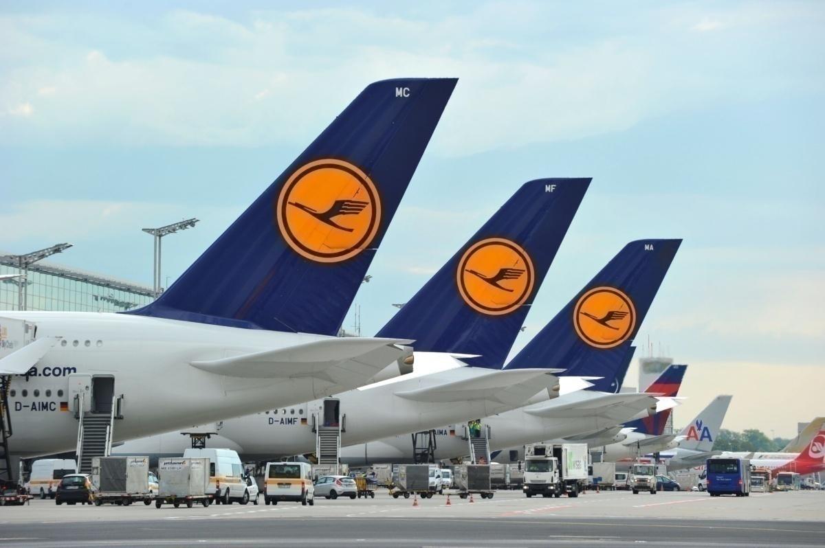 Lufthansa A380 tailfins