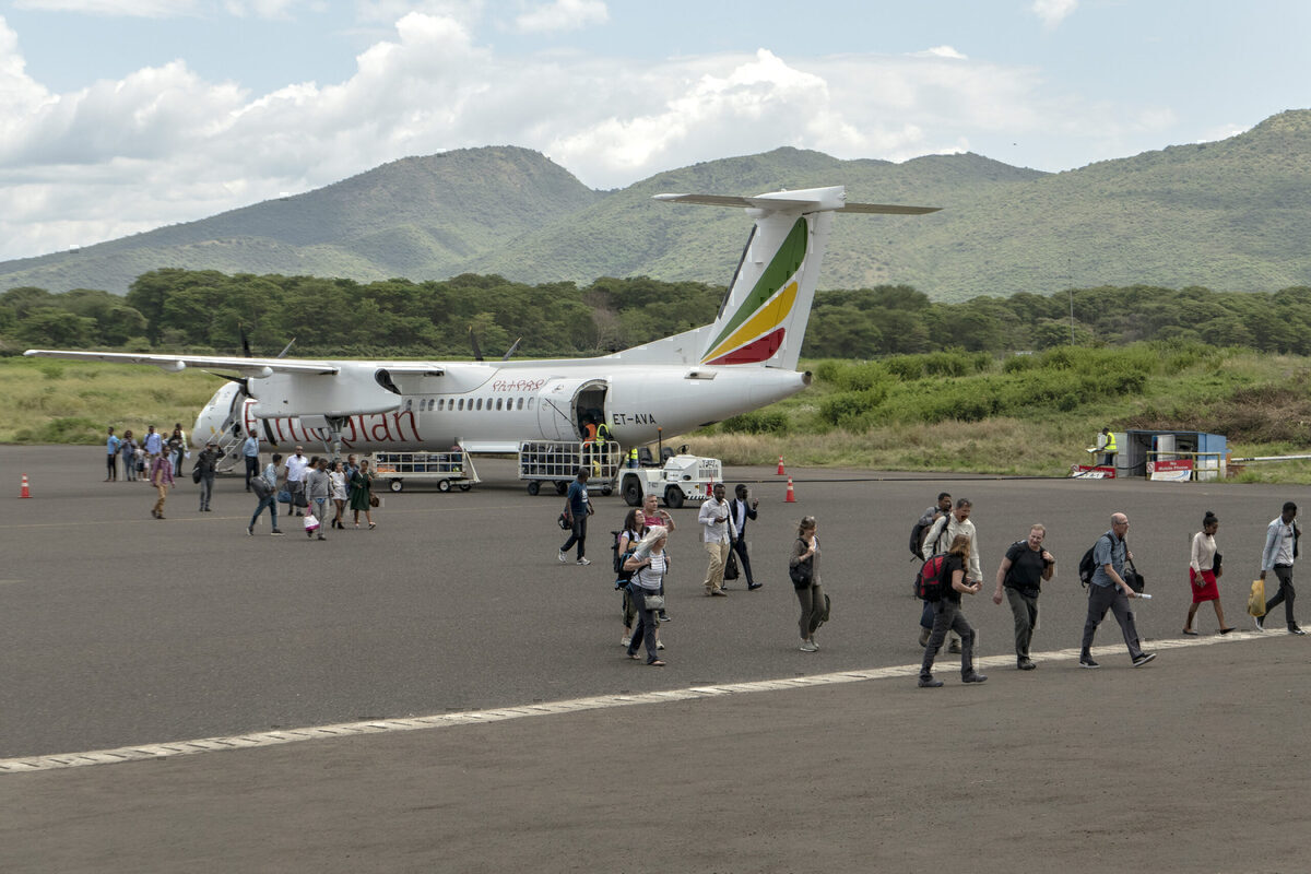 De Havilland Delivers Two Dash 8-400s To Ethiopian Airlines
