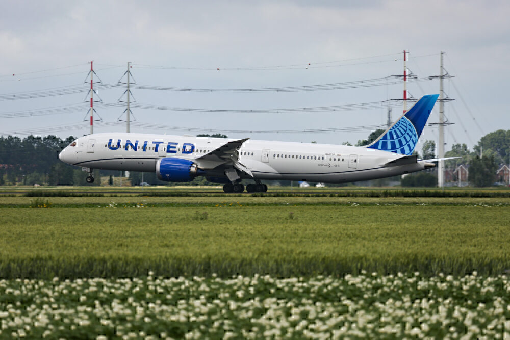 United Boeing 787 Getty