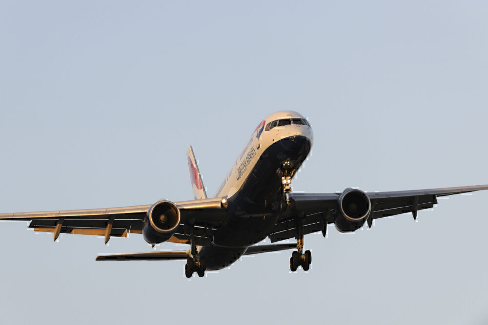 British Airways Boeing 757-200 on final-approach to Heathrow