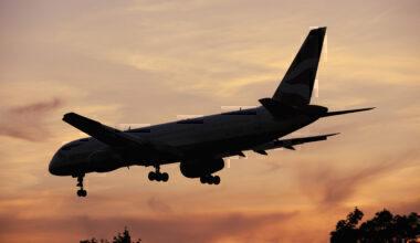 British Airways Boeing 757-200 on final-approach to Heathrow at dusk