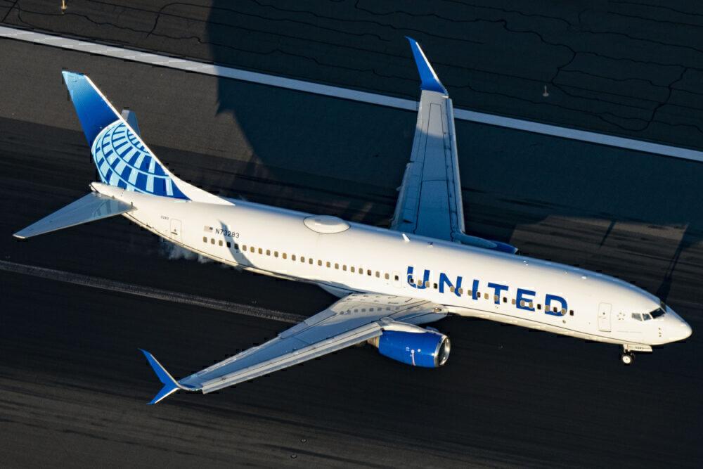 United Airlines Boeing 737-824 N73283
