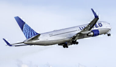 United Airlines Boeing 767-322(ER) N656UA
