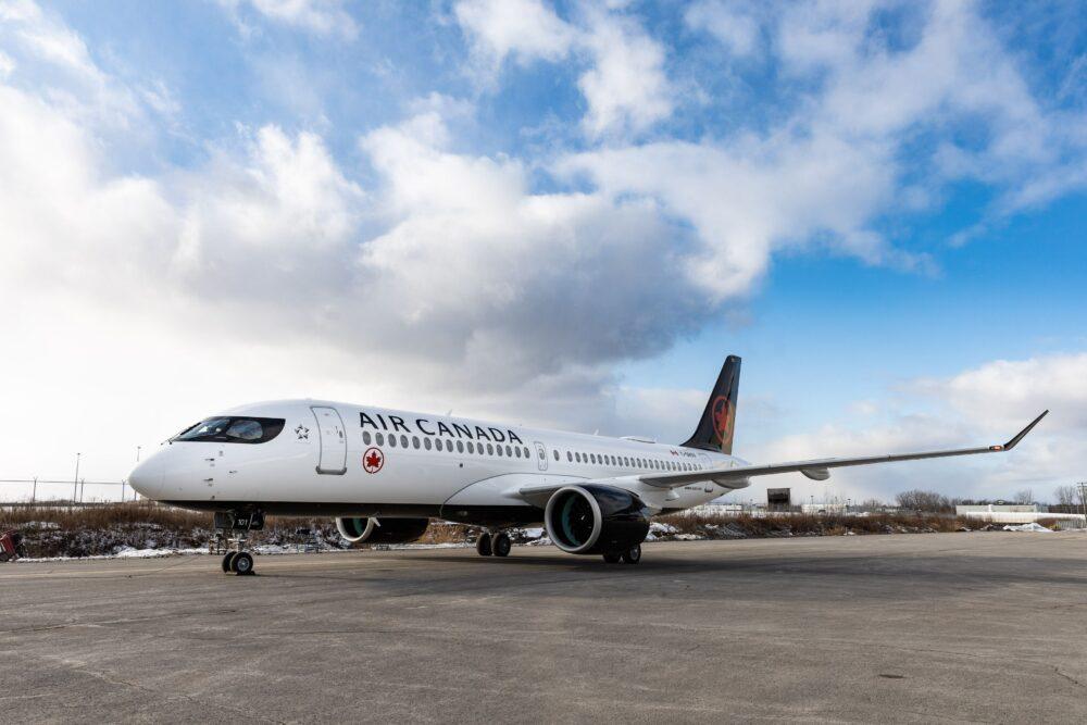 A220 Air Canada Taxiing