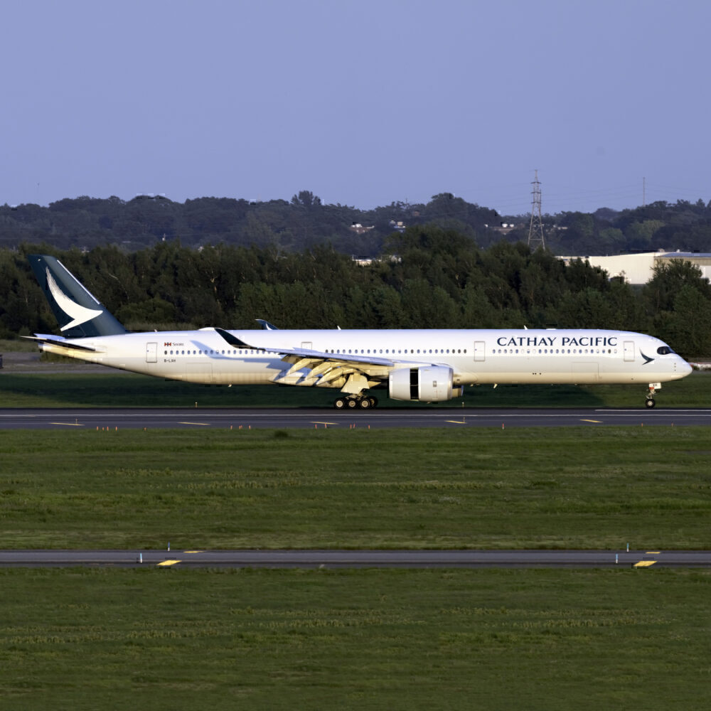 Cathay Pacific Airbus A350-1041 B-LXH 1.1