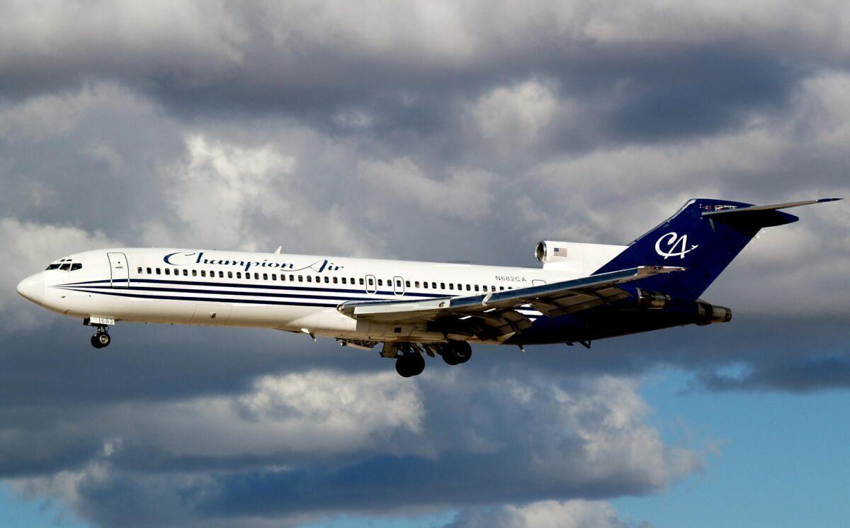 Champion Air Boeing 727-2S7 N682CA