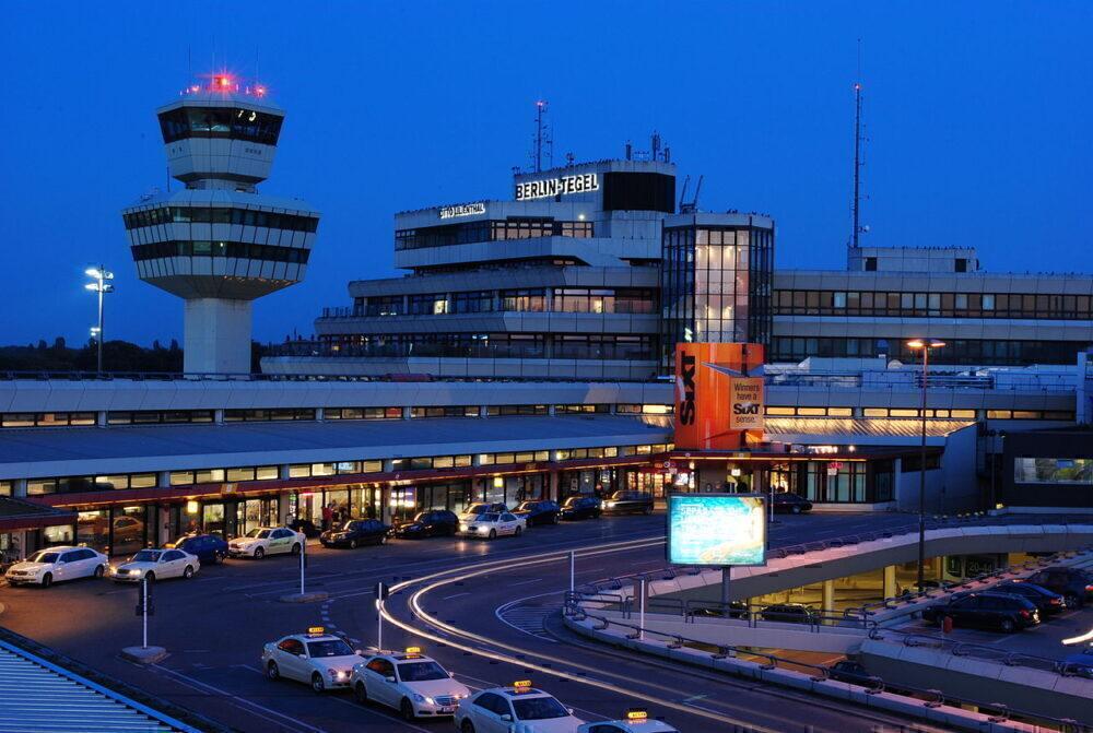 Flughafen Tegel Tower und Hauptgeba%CC%88ude