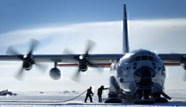 What kind of aircraft can land in Antarctica