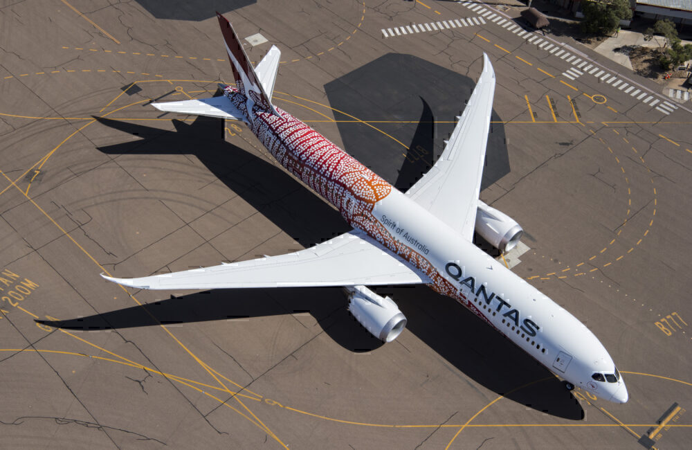 brand-new-qantas-787-flown-into-storage-getty