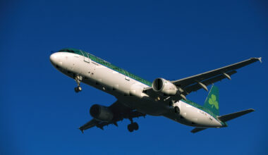 Aer Lingus Airbus A321-200 on final-approach with flaps deployed