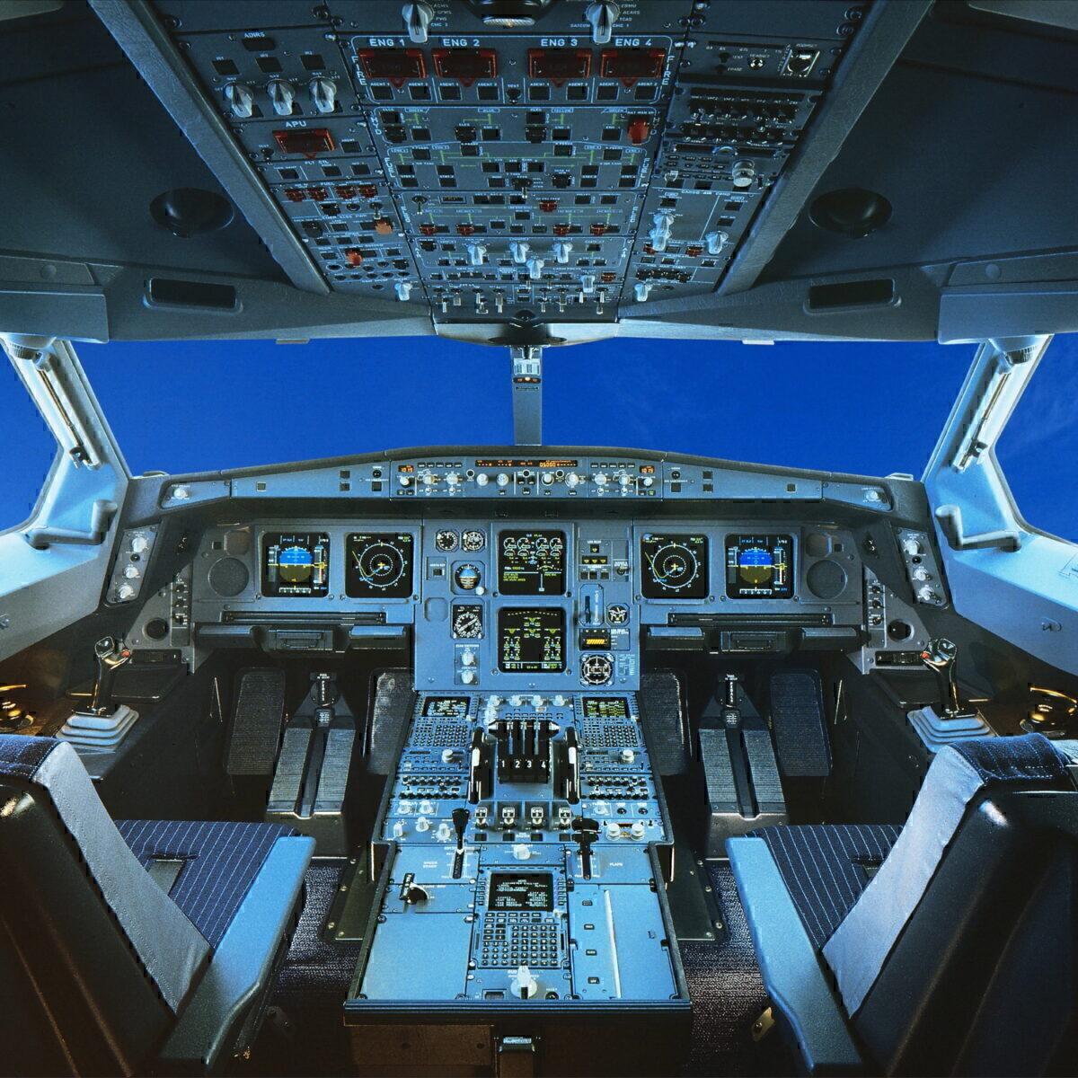 Airbus A340 cockpit