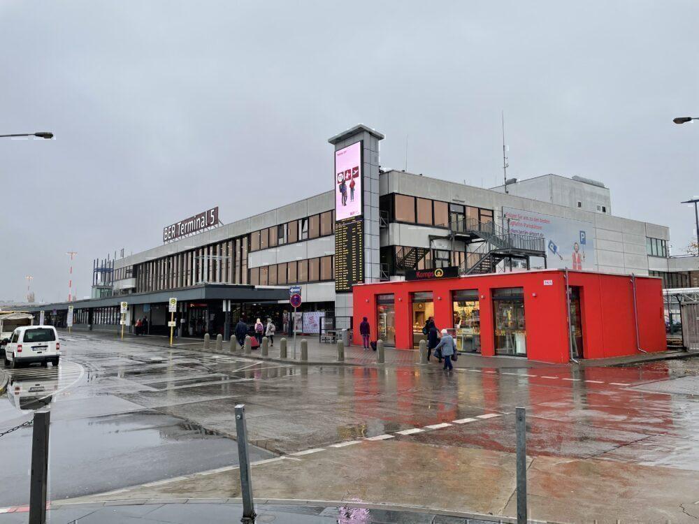Berlin Brandenburg Airport, Southern Runway, Closure