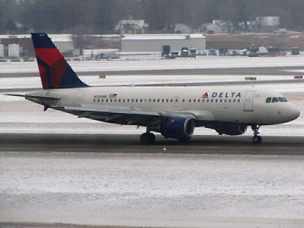Delta A319 And SkyWest CRJ 700 Both Affected By Smoke In Cabin