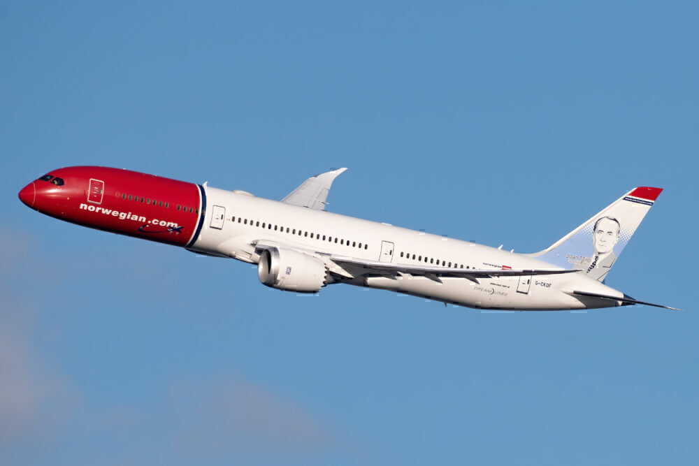 Norwegian Air UK Boeing 787-9 Dreamliner G-CKOF