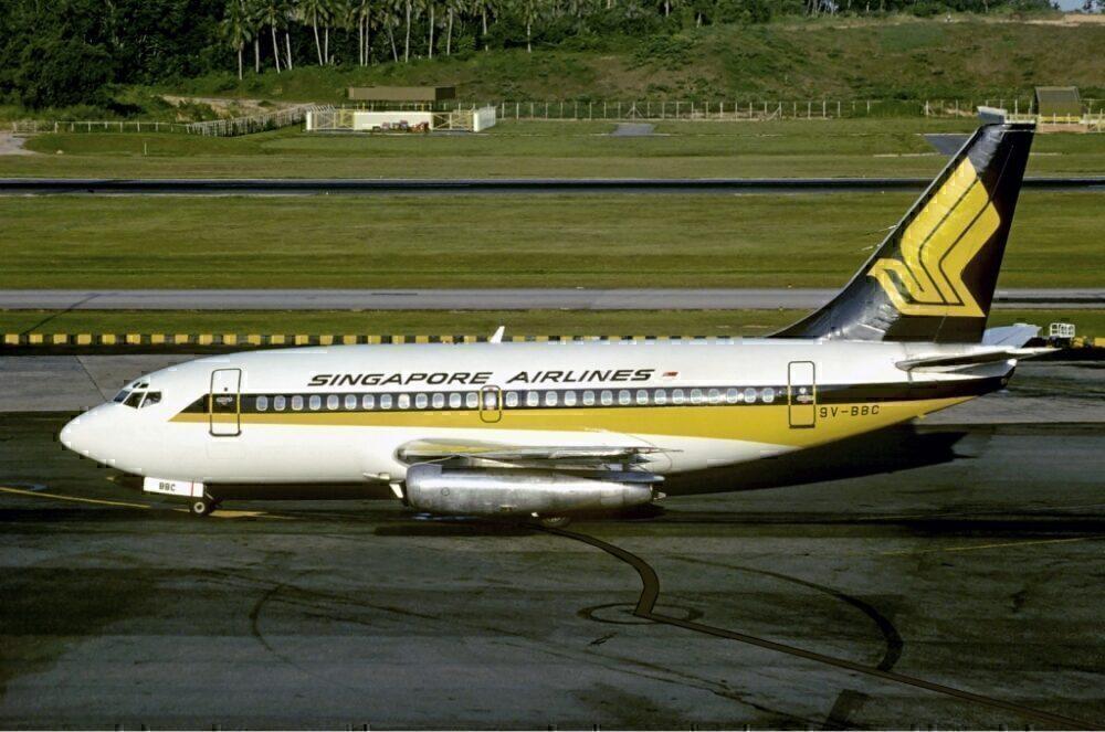 SIA 737-100 Singapura