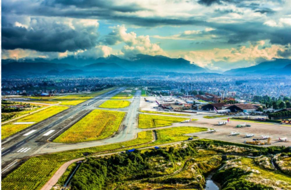 kathmandu-airport-himalayas