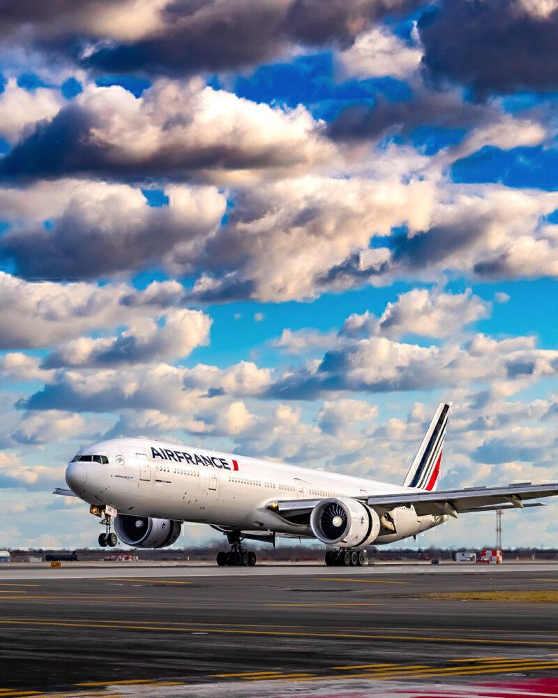 Air France Boeing 777-328(ER) F-GSQK