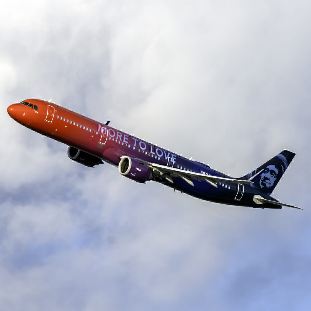 Alaska Airlines (More to love Livery) Airbus A321-253N N927VA (4)