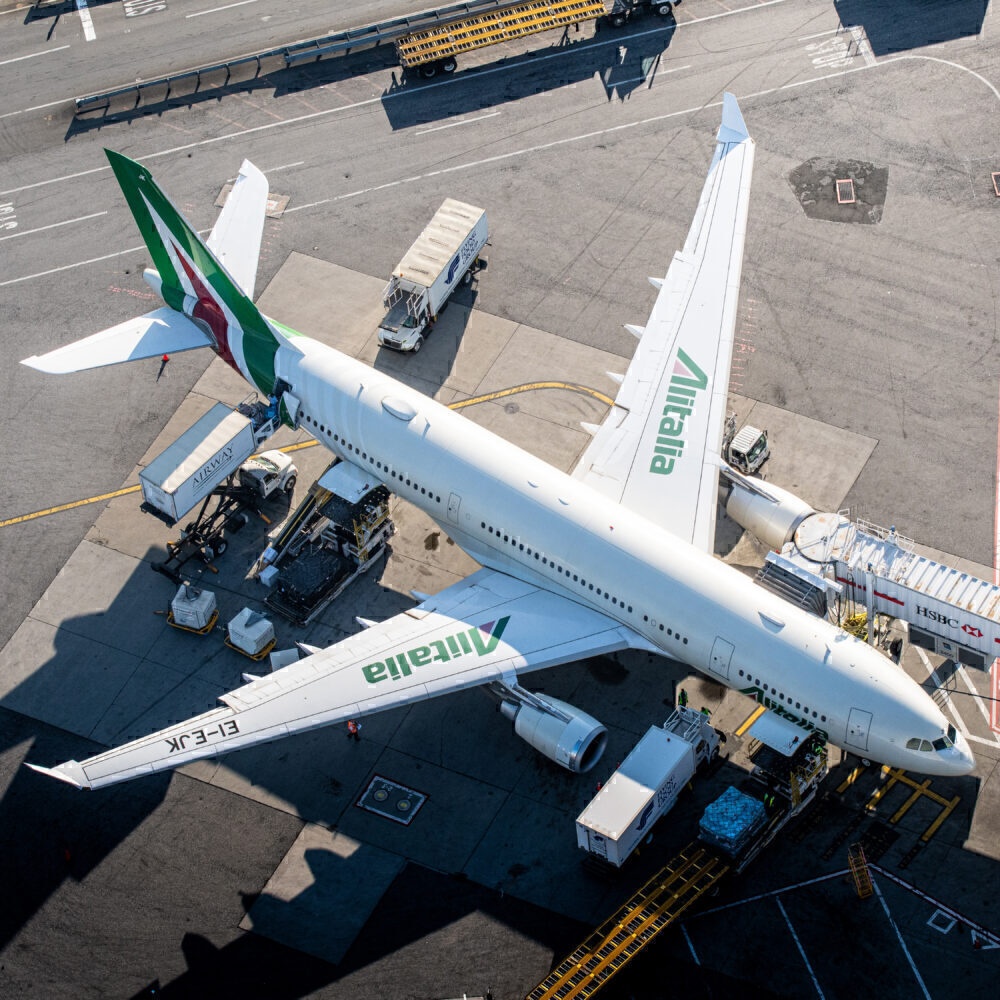 Alitalia Airbus A330-202 EI-EJK