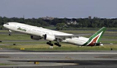 Alitalia Boeing 777-3Q8(ER) EI-WLA
