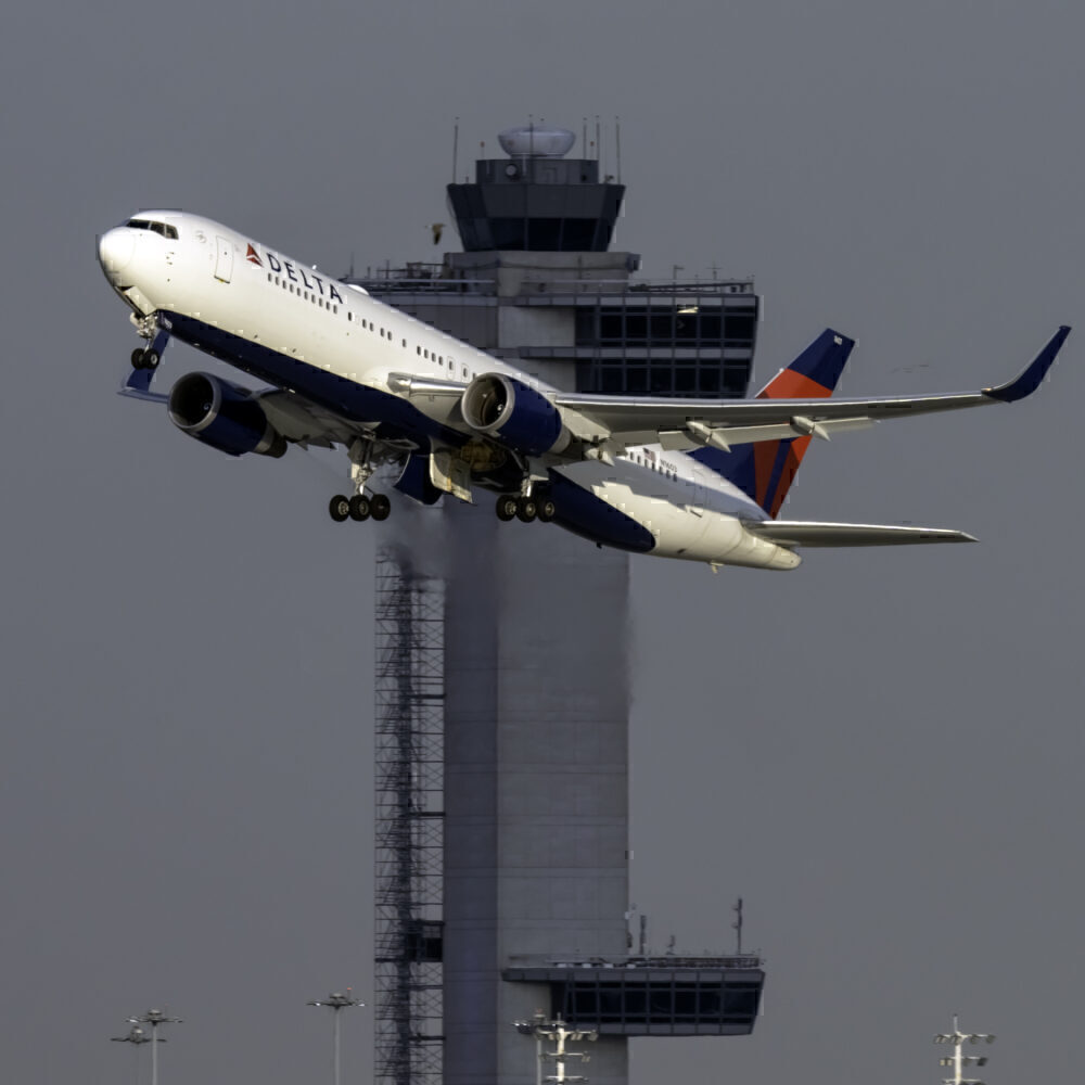 Delta Air Lines Boeing 767-332(ER) N1603