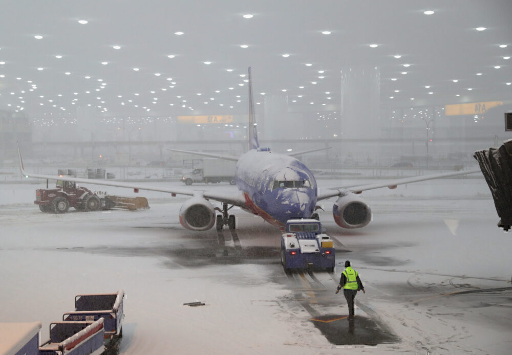 Early Winter Weather Snarls Traffic At Newark Airport