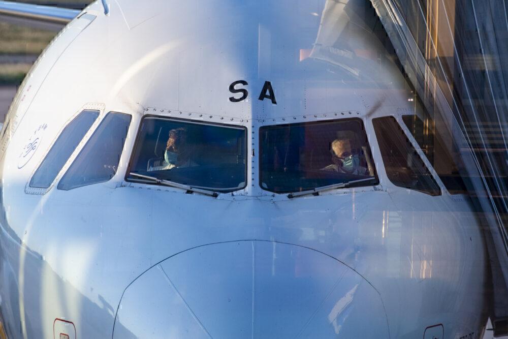 Pilots wearing masks