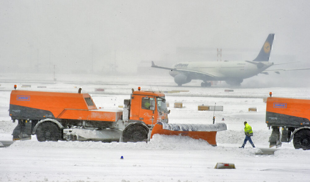 Snow, Airports, Airlines