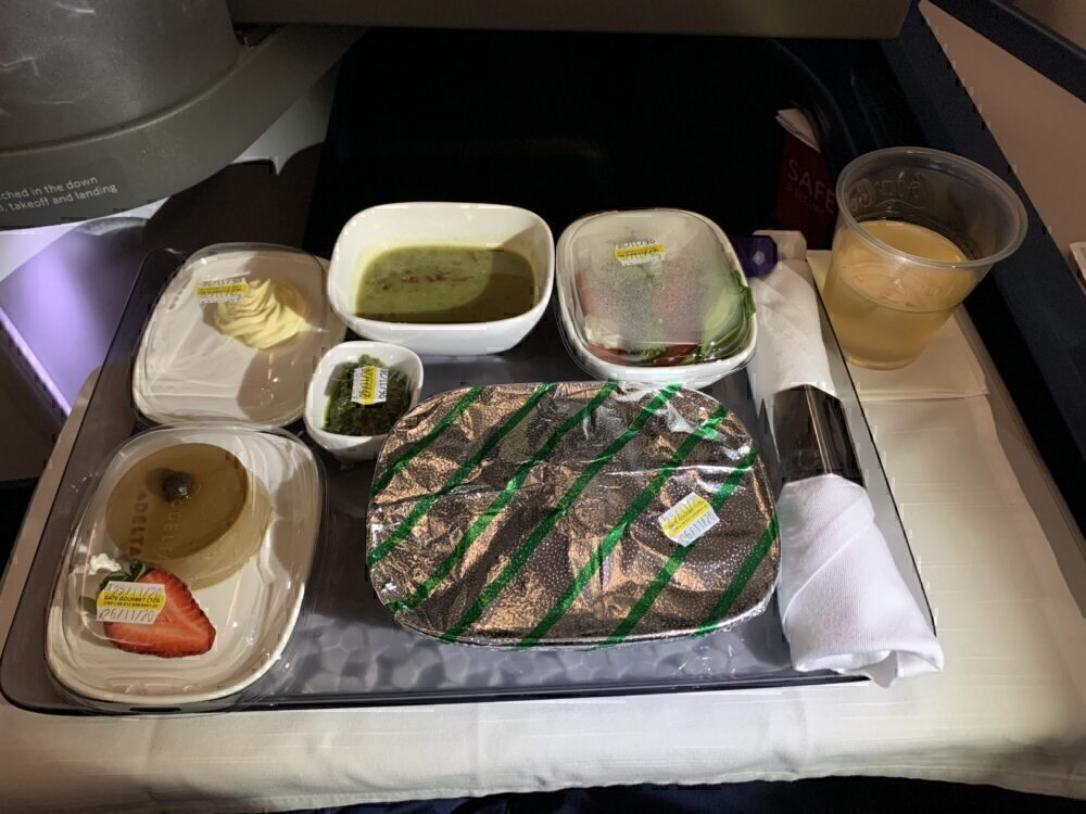 Delta One meal service