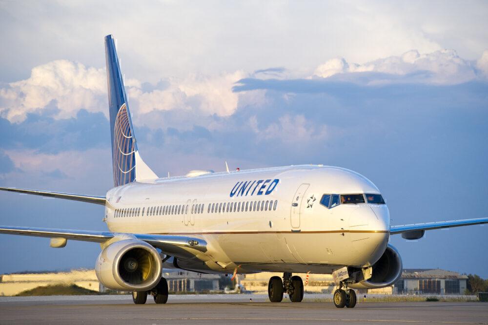 United 737