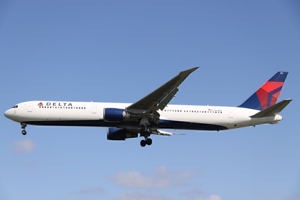 Delta 767 N831MH