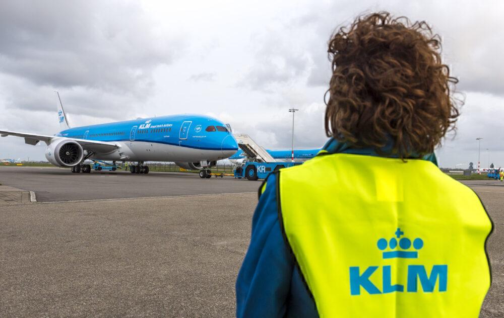 KLM Dreamliner crew