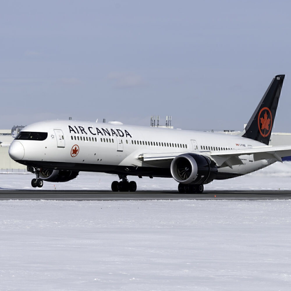 Air Canada Boeing 787-9 Dreamliner C-FVND (1)