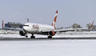 Air Canada Rouge Boeing 767-333(ER) C-FMWU (2)
