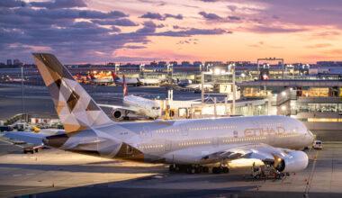 Etihad Airways Airbus A380-861 A6-APF (2)