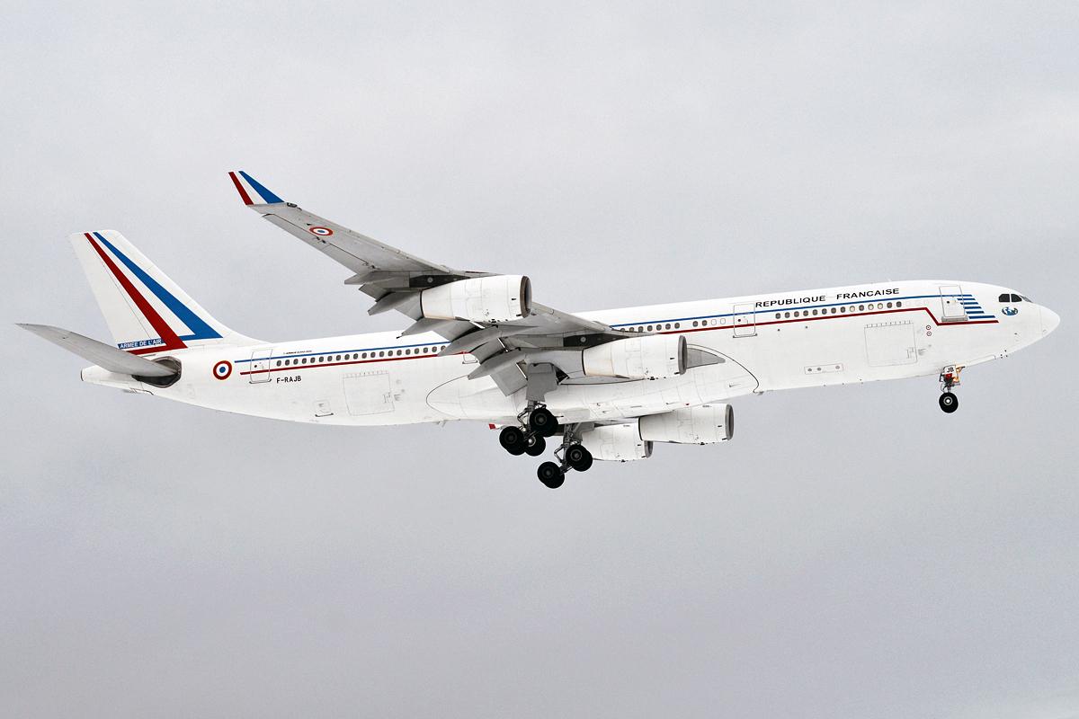 French_Air_Force,_F-RAJB,_Airbus_A340-212_(32682770777)