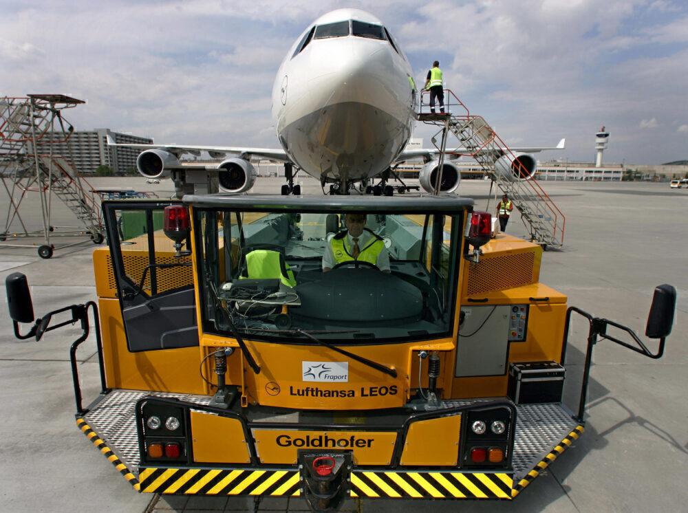 Lufthansa tug electric