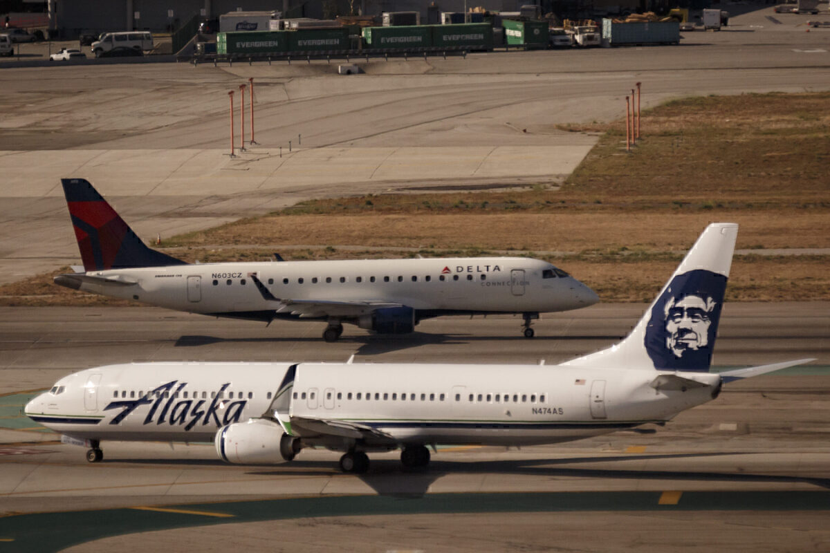 Delta And Alaska Airlines Won't Make Staff Get Vaccinated