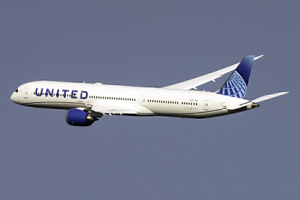 United Boeing 787-10