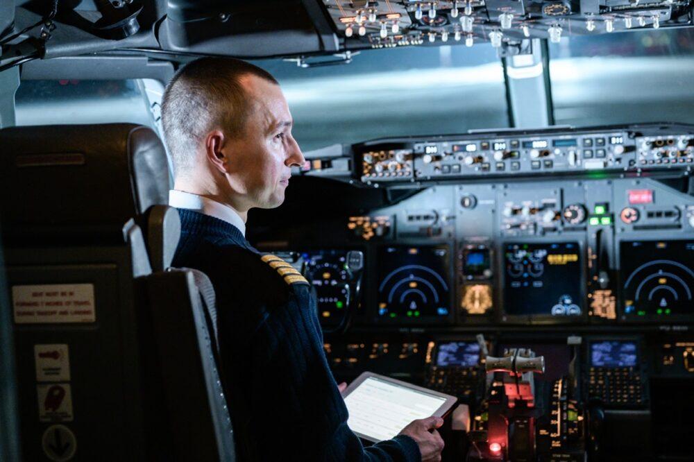 Gazpromneft-Aero Pilot