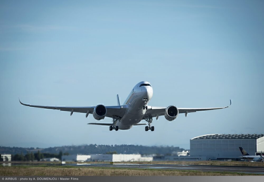 A350-900-Ultra-Long-Range-Singapore-Airlines-Take-Off