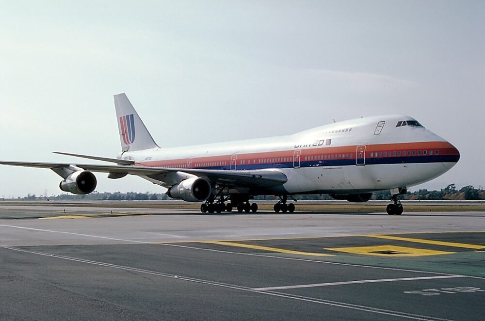 United Airlines Boeing 747-100