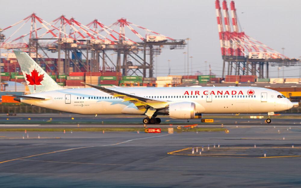 Air Canada Boeing 787-9 Dreamliner C-FGFZ