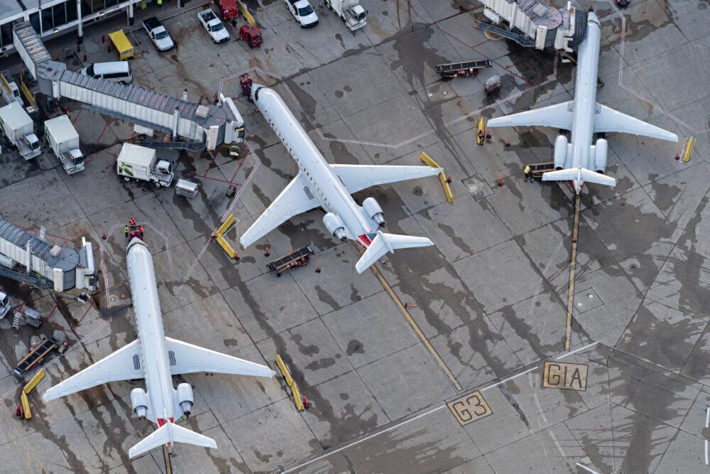 Regional jets in Chicago