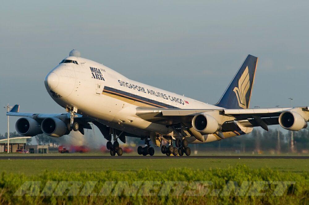 SIA 747-400F