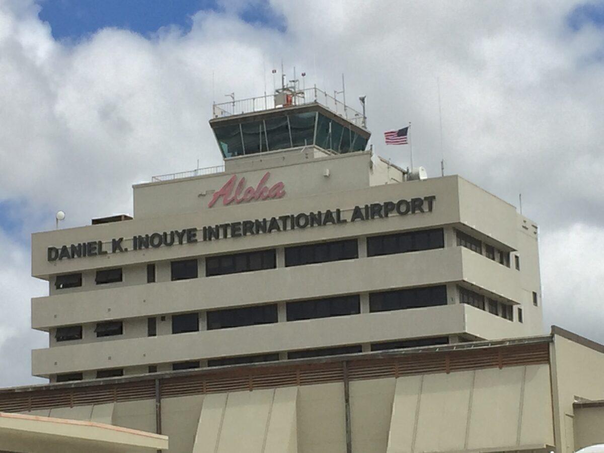 Daniel_Inouye_Airport_Aloha_Sign